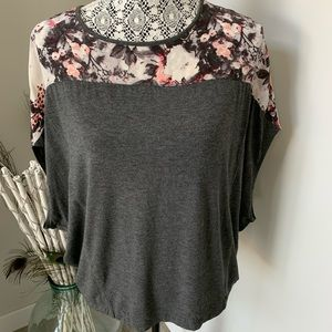 CLUB MONACO Grey Top with Floral Silk Size Small